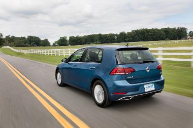 2019_VW_Golf_Rear_left